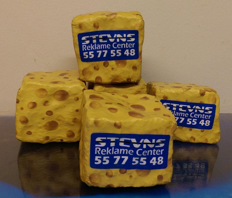 Folie indpakning af brosten som en ost
