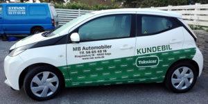 Personbil med reklame