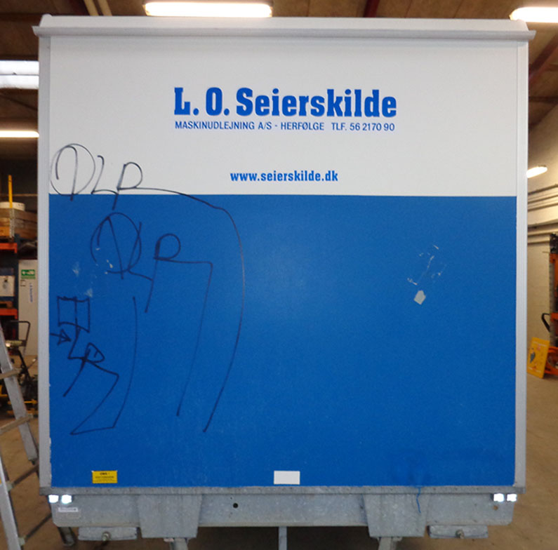 Trailer med anti graffiti (Før)